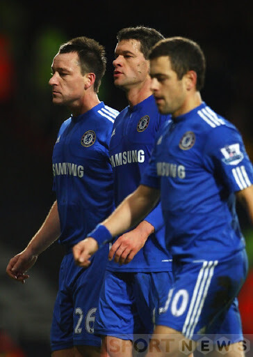 Ballack (between) when he was playing with Cole and Terry at Chelsea. Photo: Getty