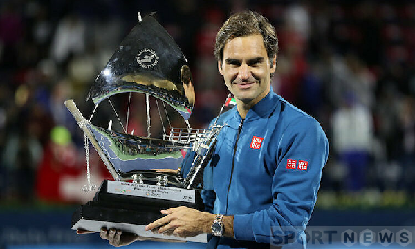Roger Federer is income always ranks first in the sports world